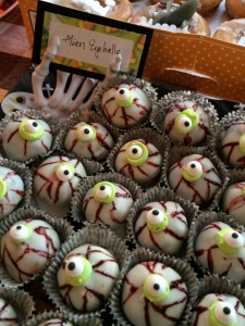 alien oreo eyeballs