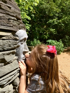 g kissing the man in stone